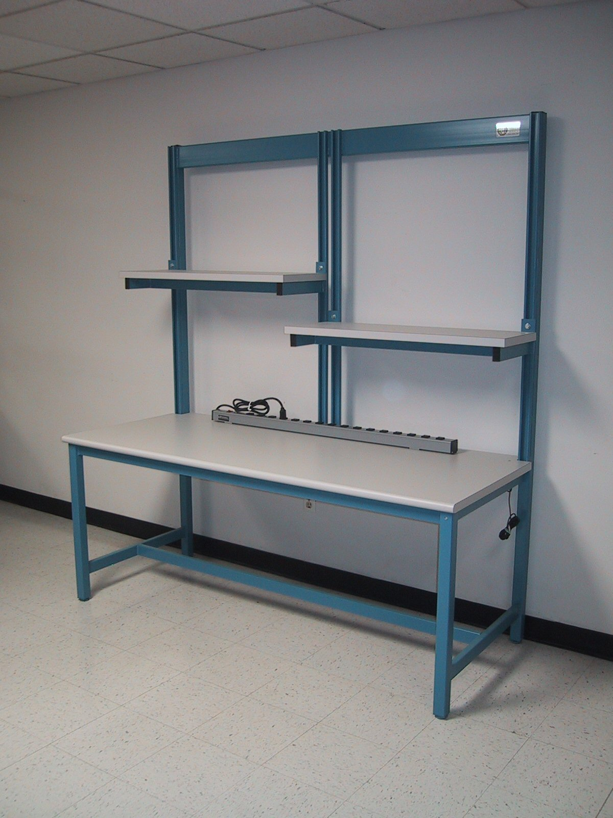 Rdm workbench f 103p sp tech table w split upper shelf Bench with shelf