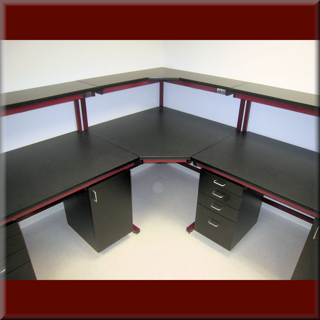 Table Model C-103P-CNR45 – Corner Unit Table w/ Recessed Front Legs