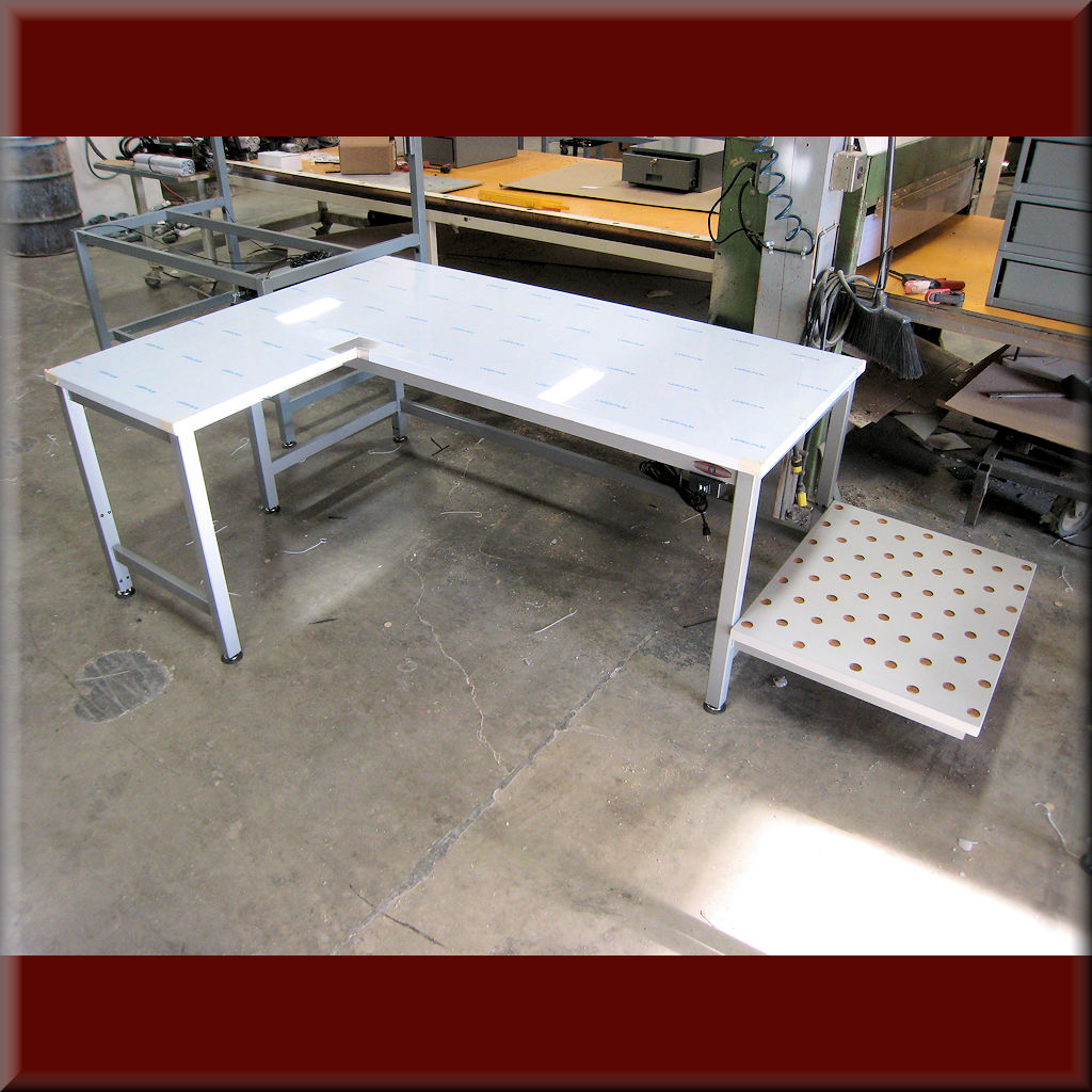 Table Model <span style='color: #800000;'><strong>LA-107P</strong></span> – L-Shaped Hydraulic Flat Top Lift Table
